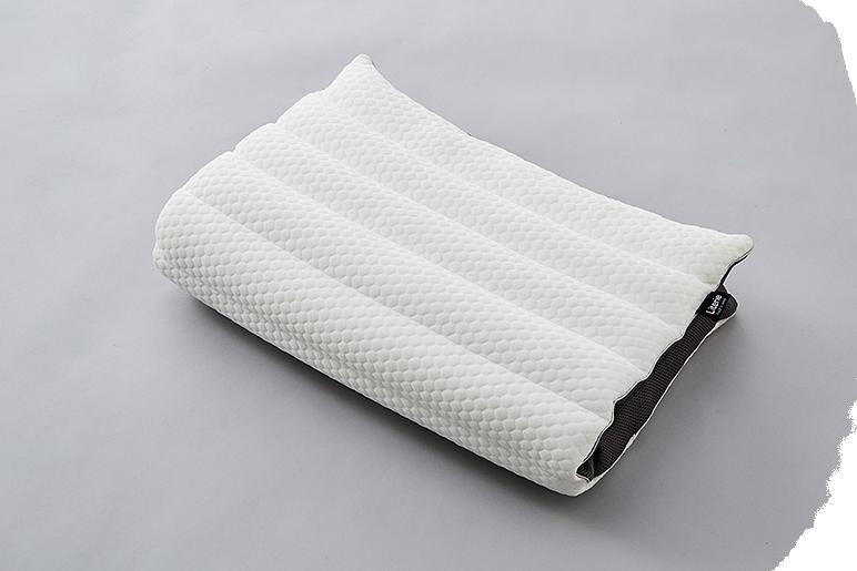 リラックスできる体勢をサポートする自由な枕