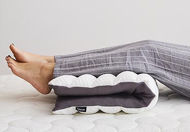 足枕として、足をあげてむくみ解消に